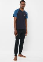 Jockey - Raglan colour blocked tee - navy