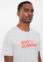 Nike - Milner ff gx short sleeve tee - grey