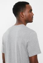 Nike - Summer wave short sleeve tee - grey