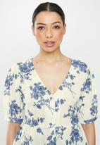 Brave Soul - V-neck peplum blouse - blue & neutral