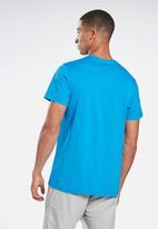 Reebok - Reebok stacked short sleeve tee - blue