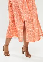 Glamorous - Plus size printed heart midi split skirt - pink & yellow