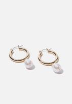 Rubi - Luxe layers medium pearl drop hoop - gold