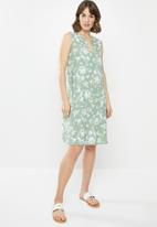 edit - Sleeveless mandarin short dress - sage & white