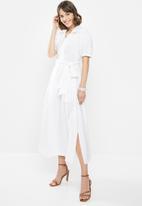 AMANDA LAIRD CHERRY - Sibaya dress - white