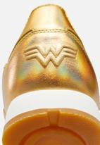 Reebok - Classic Leather x Wonder Woman