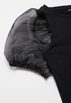 name it - Flora balloon short top - black