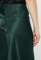MILLA - Satin draped skirt - green