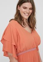 Vero Moda - Brino short sleeve midi dress - pink