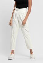 Jacqueline de Yong - Pacey velcro belt pants - white