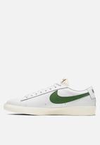 Nike - Blazer low leather - white / forest green-sail