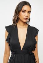 Glamorous - Deep v-neck tie front midi dress - black