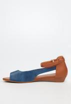Butterfly Feet - Cardi sandal - navy