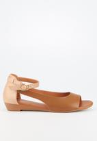 Butterfly Feet - Cardi sandal - tan