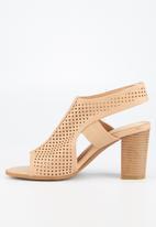Butterfly Feet - Dutch heel - beige