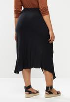 Glamorous - Plus high waisted midi skirt with split - black