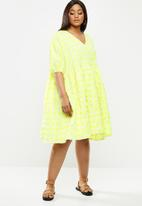 Glamorous - Plus size check swing dress with puff sleeve - neon yellow