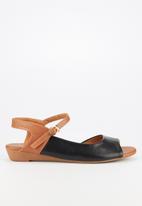 Butterfly Feet - Jumbo sandal - black & brown