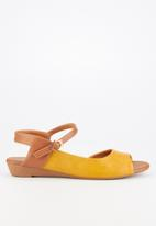 Butterfly Feet - Jumbo sandal - yellow & brown