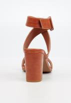 Butterfly Feet - Tango heel - tan