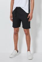 Superbalist - Osaka utility short - black