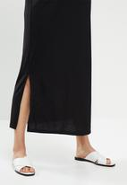 Superbalist - Maternity maxi crew neck T-shirt dress - black