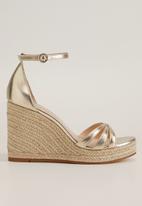 MANGO - Ele wedge heel - gold