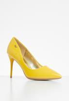 Plum - Poca court - yellow