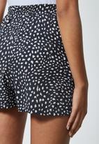 Superbalist - Pull on shorts - black & white