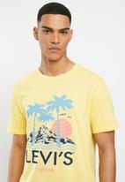 Levi's® - Short sleeve graphic trend  T-shirt - dusky citron