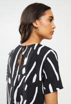 Me&B - Printed woven tee - black & white
