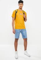 Levi's® - Boxtab graphic tee - yellow
