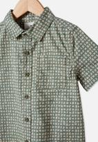 Cotton On - Resort short sleeve shirt - ditsy geo swag green
