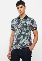 Jonathan D - Modern fit printed short sleeve golfer - multi