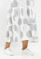 Me&B - Plus spot tiered dress - white & black