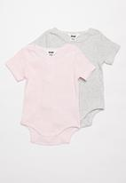 Cotton On - 2 pack short sleeve button bubbysuit - pink & grey