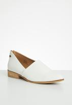 Miss Black - Fusha loafer - white