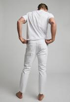 Cotton On - Raw crop jean - white blowout