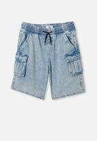 Free by Cotton On - Charlie cargo short - light blue wash
