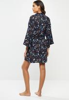 Superbalist - Short robe - black based  floral
