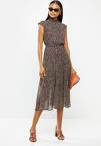 edit - Sleeveless gauged waist midi dress - rust