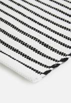 Sixth Floor - Woven placemat - white & black