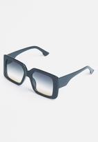 Superbalist - Halsey square sunglasses - black