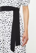 edit - Square neck femme tier midi - white & black