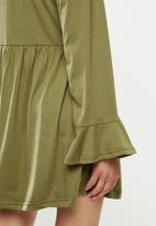 Missguided - High neck frill sleeve smock dress - olive