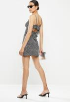 Missguided - Cami tie back aline dress leopard - black & white