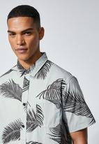 Superbalist - Theo regular fit pattern shirt - grey & black