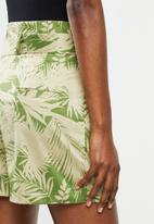 MANGO - Shorts kai - green
