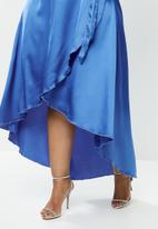Missguided - Plus flutter sleeve midi dress short sleeve satin - navy