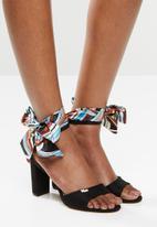 Plum - Inaya heel - black